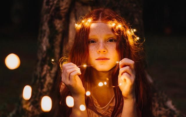 Dívka se světýlky, nízký tarif, platnost levnějších cen, zapnutí náročnějších spotřebičů