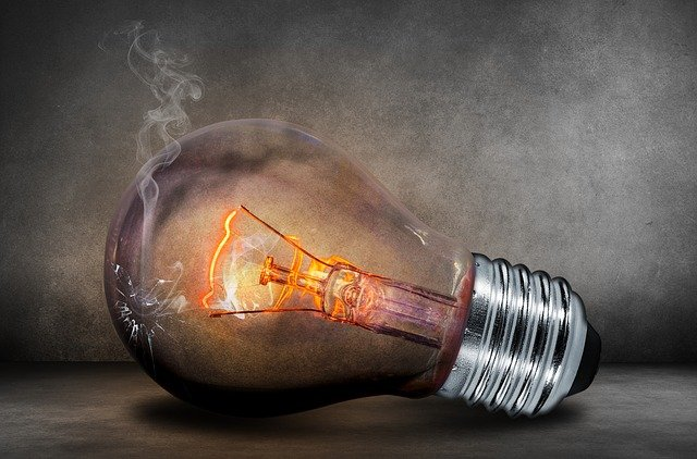 Doutnající žárovka, nejlevnější dodavatel elektřiny 2021