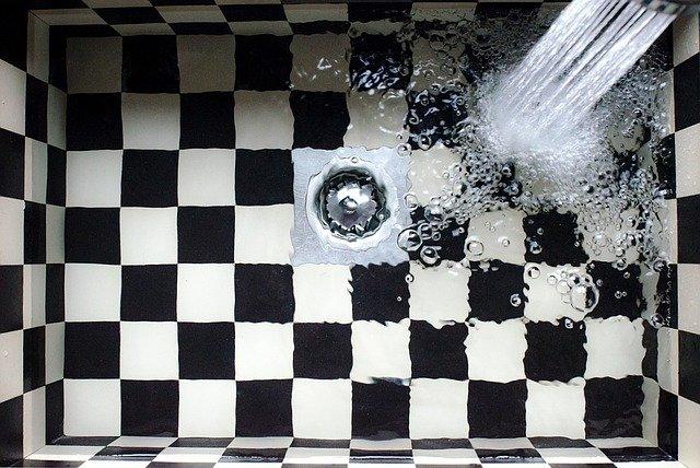 Kuchyňský dřez, sprcha, cena vody, vodné, stočné