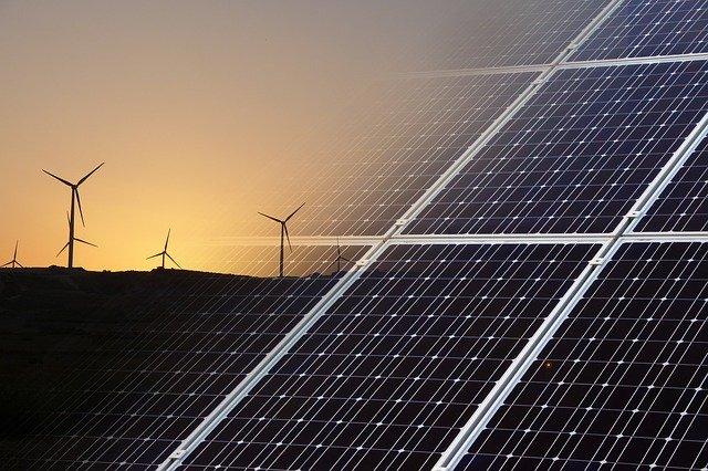 Větrníky, solární panely, ceník elektřiny E.ON 2021