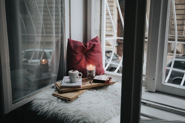 Hořící svíčka v okně, odstávka a výpadek elektřiny